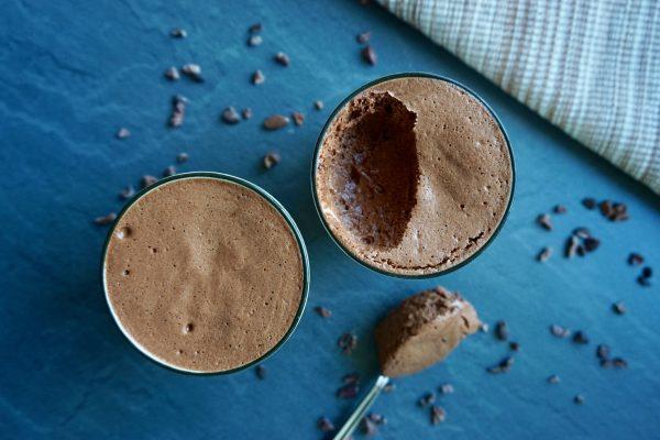 mousse au chocolat, schokomousse, schokoladen mousse, schokolade, chocolate, chocolate mousse, spoon, cacao nibs, lecker, delicious, no sugar, zuckerfrei, vegan, glutunfrei, gesund, healthy, gluten free, gluten free, sugar free, ohne Zucker, spoon