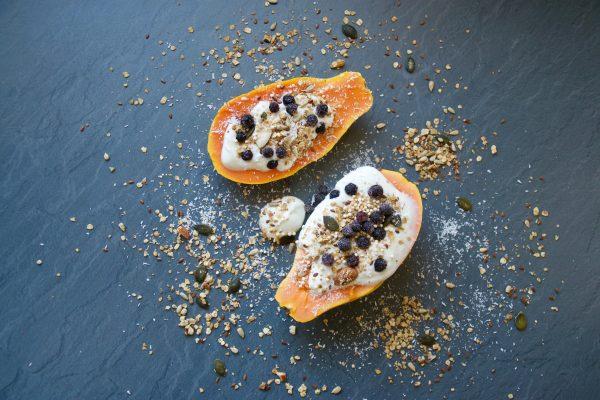 Papaya, Obst, Frühstück, Papaya fruit boats, Papaya, breakfast, lecker, gesund, abnehmen, einfach, Müsli, granola, breakfast