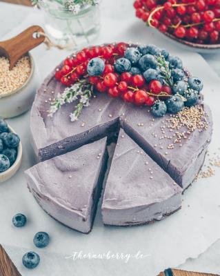 vegan, blueberries, blaubeeren, kuchen, cake, raw, roh, ohne backen, no bake, gluten free, glutenfrei, diät, diet, lecker, delicious, recipe, rezept, healthy, gesund, einfach, simple, berries, beret, therawberry, cookie dough, Keksteig, Schokolade, chocolate, purple, Lila, lavender, lavender