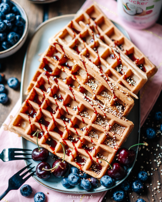 waffles, Waffeln, vegan, delicious, lecker, einfach, simple, baking, backen, vegan, coconut sugar, healthified, wholesome, diet, vollwertkost, yum, yummy, food, dessert, essen, frühstück, simple, simpel, therawberry, foodie, plant-based, food photographie, fotografie, Rezept, recipe , brunch