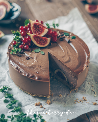 cake, chocolate, figs, berries, delicious, healthy, wholesome, vegan, easy, cashews, raw, cheesecake, food, dessert, snack, recipe