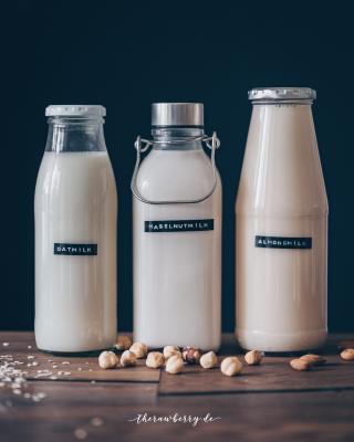 milk, vegan, plant-based, zero waste, zero waste, no dairy, easy, tutorial, how to, milch, Hafermilch, rezept, selber machen, Mandelmilch, Haselnussmilch, ohne plastic, no plastic