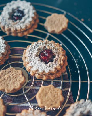 vegan-gingerbread-sandwich-cookies-4-1440x1798